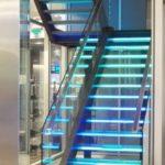 Светодиодные лампы для стеклянной лестницы