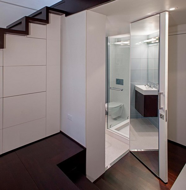 душевая кабинка под лестницей фото
