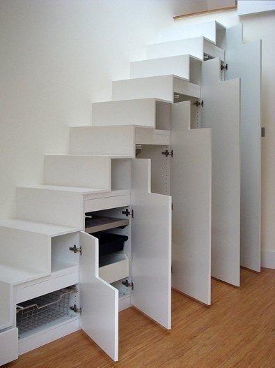 Белый шкаф под лестницей фото