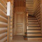 Кладовая комната под лестницей фото