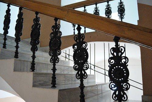 Чугунные стойки перил лестницы фото