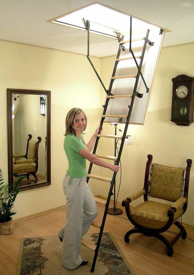 Металлическая сдвижная лестница на чердак фото