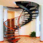 Металлическая винтовая лестница своими руками