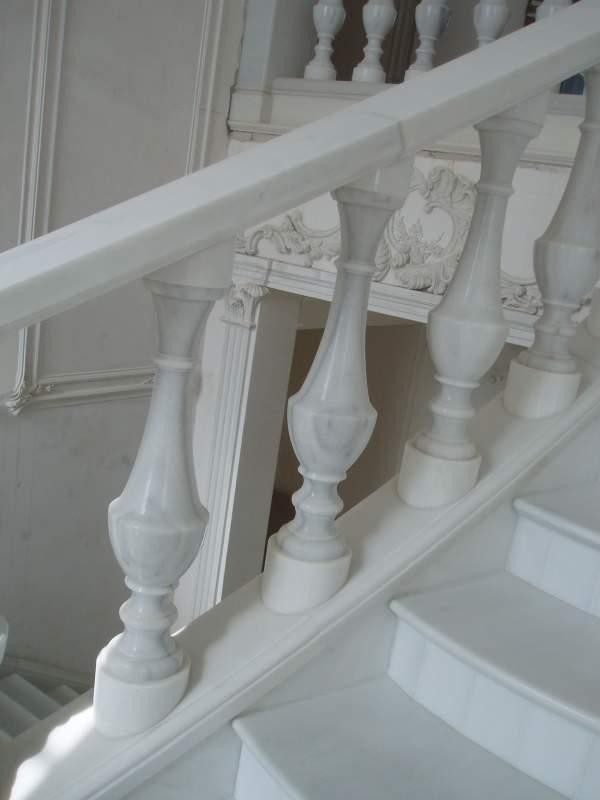 Мраморные балясины и столбы для лестничных перил фото