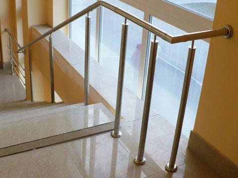 Стальные балясины для лестницы из нержавеющей стали фото