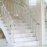 Стеклянные балясины для лестниц фото