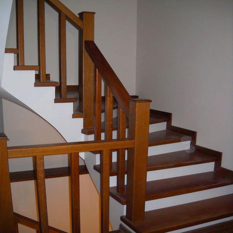 Чем покрыть ступени деревянной лестницы фото