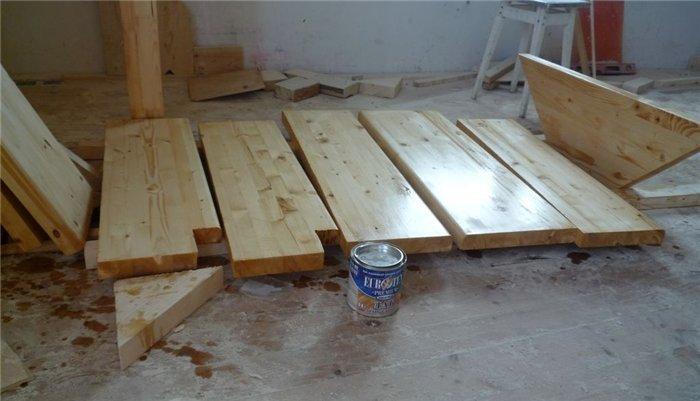 Каким лаком покрыть деревянную лестницу фото