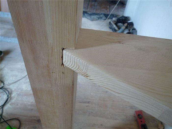 Угловая лестница с забежными ступенями фото