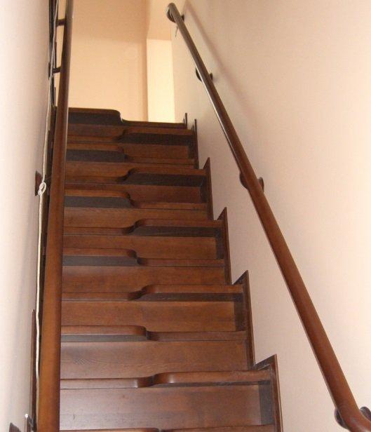 Деревянная мотыльковая лестница фото