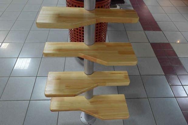 Гусиная лестница на металлическом косоуре фото