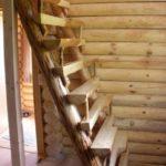 Лестница гусиные лапки из бревен фото