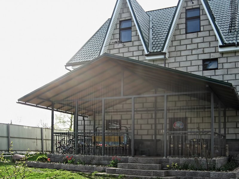 Крыша над террасой из поликарбоната — навес из пластика