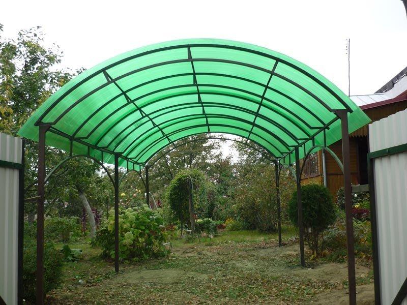 Устройство каркаса для навеса с крышей из поликарбоната