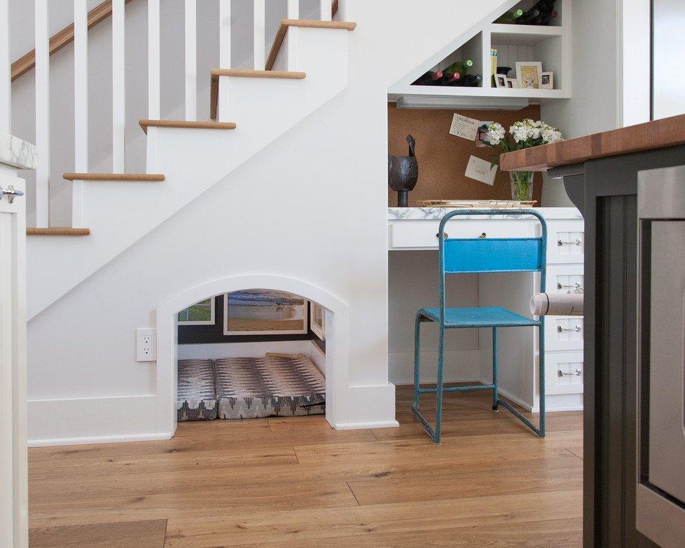 Как оформить место под лестницей — использование подлестничного пространства