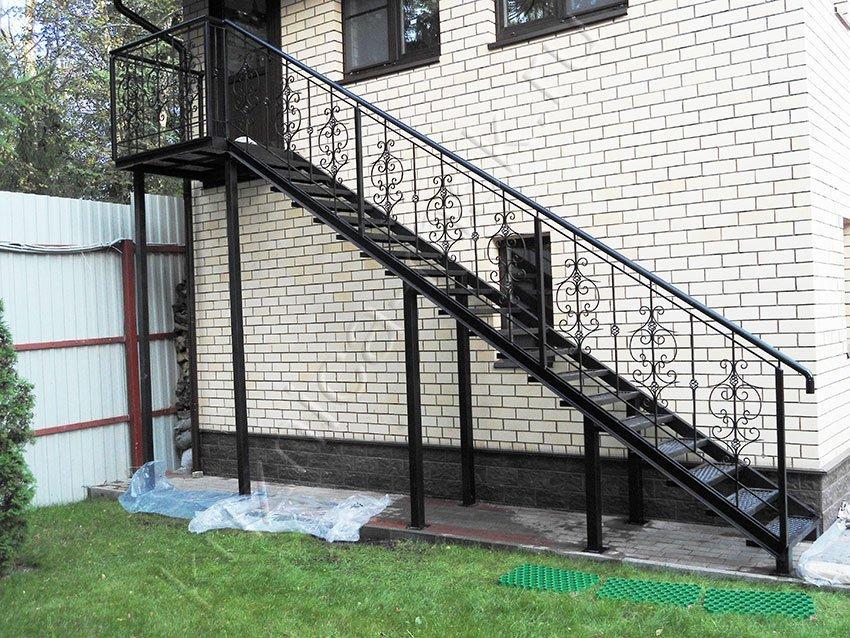 Как сделать уличную металлическую лестницу своими руками. Фото и видео инструкция