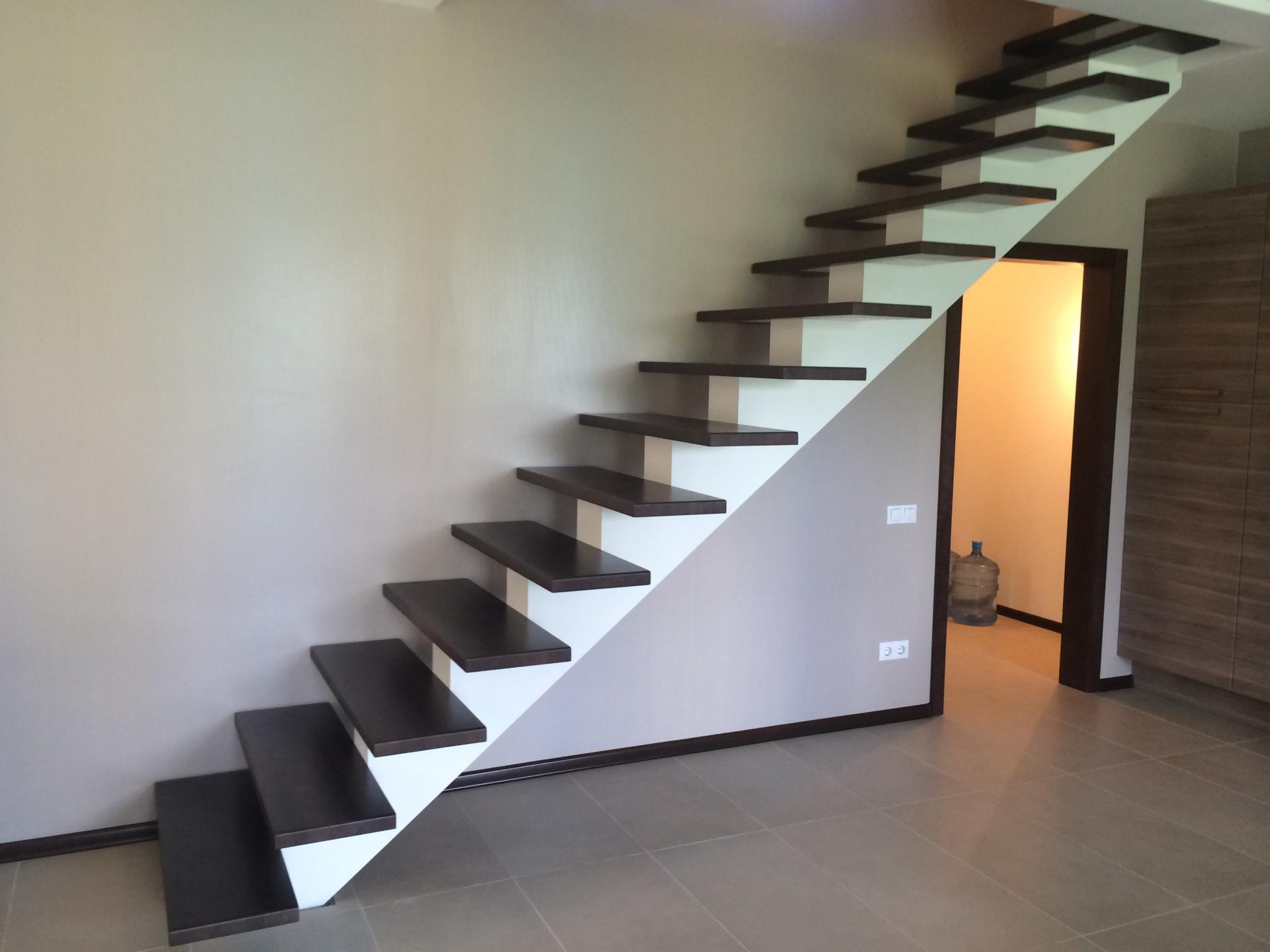 Прямая лестница с одной несущей балкой