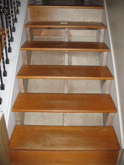Износ ступеней деревянной лестницы