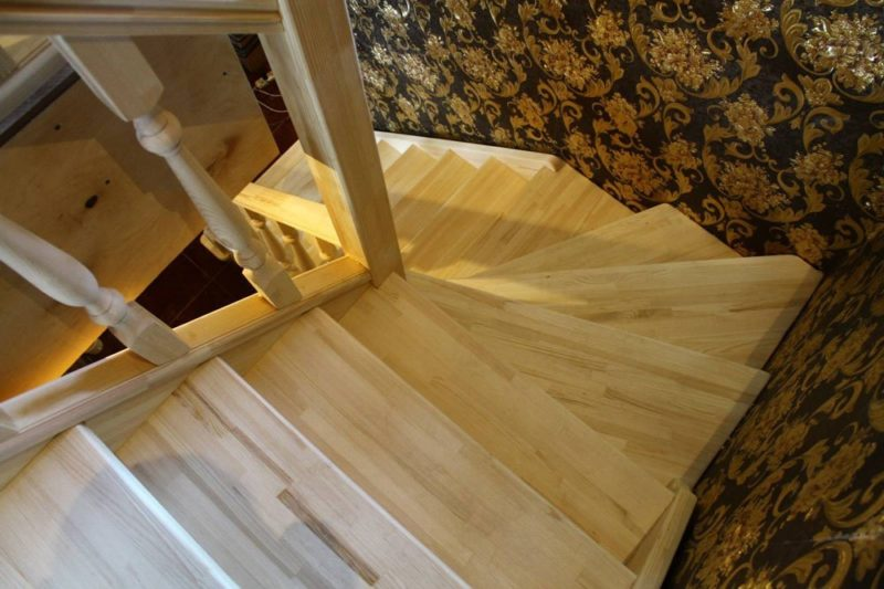 Лестница из клееной сосны