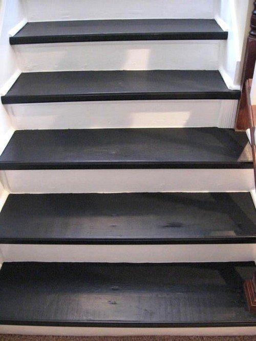 Крашенные ступени лестницы