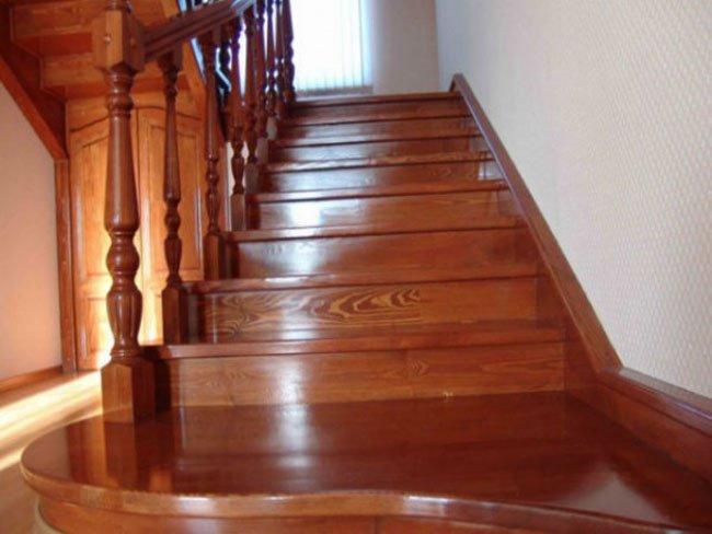 Лестница с морилкой и лаком