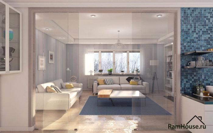 Дизайн гостиной с большим окном и стеклянной перегородкой